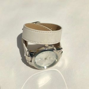 White wrap around watch *new battery*